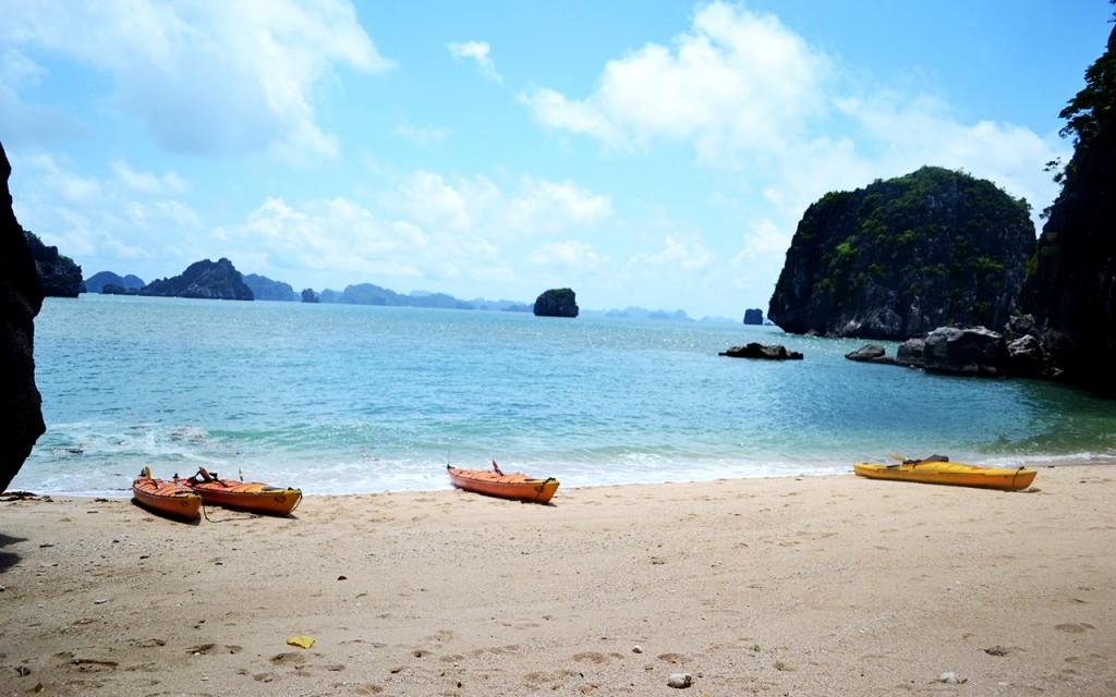halong kayaking at halong bay cruise tour