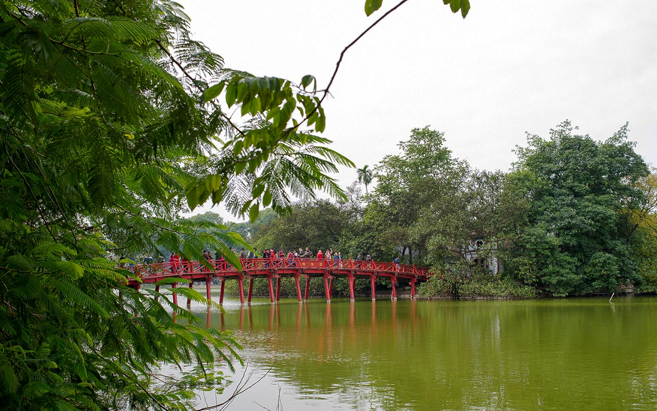 Hanoi Hoan Kiem Lake in halong bay cruise tour