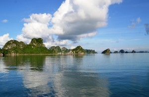 caves in halong bay cruise tour