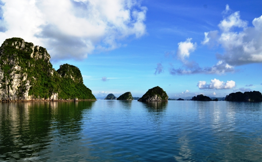 a close view of floating mountain in halong bay cruise tour