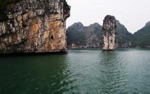 finger islet in Lan Ha Bay from halong bay cruises