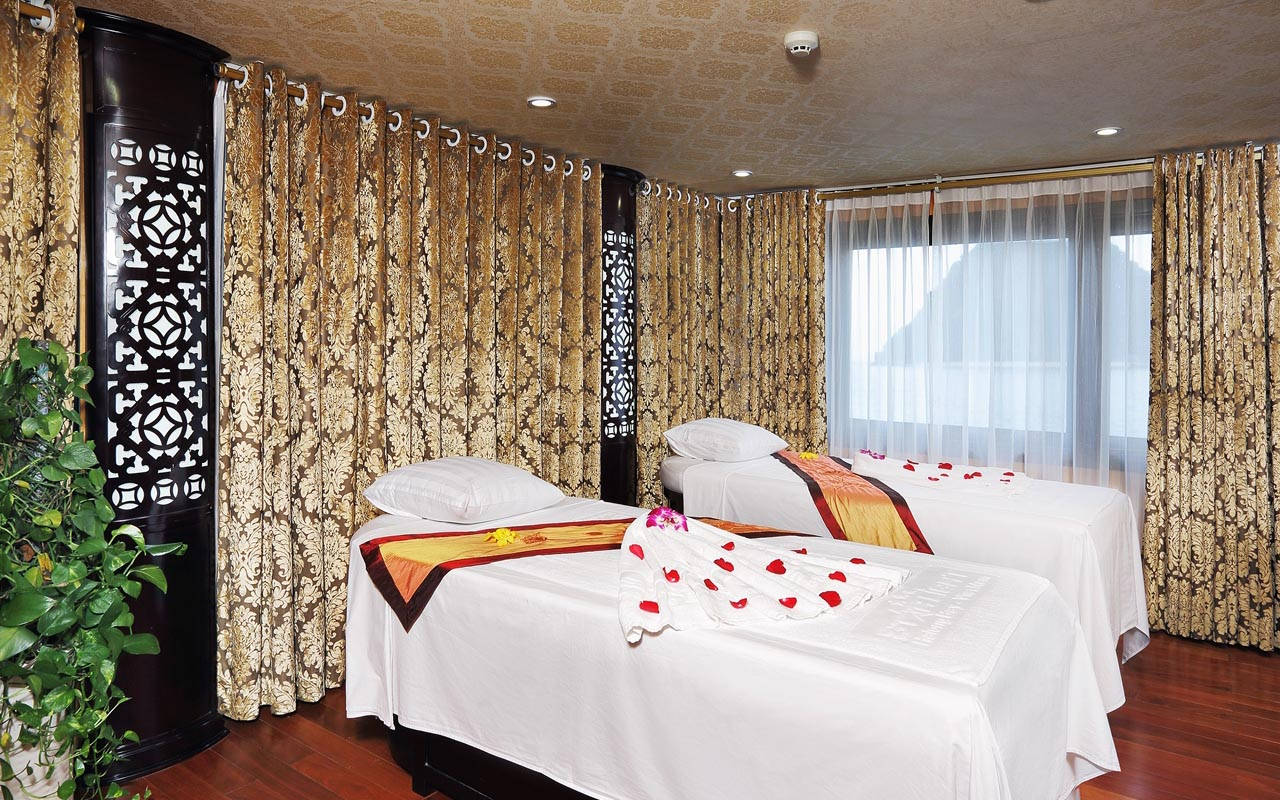 massage at halong cruise