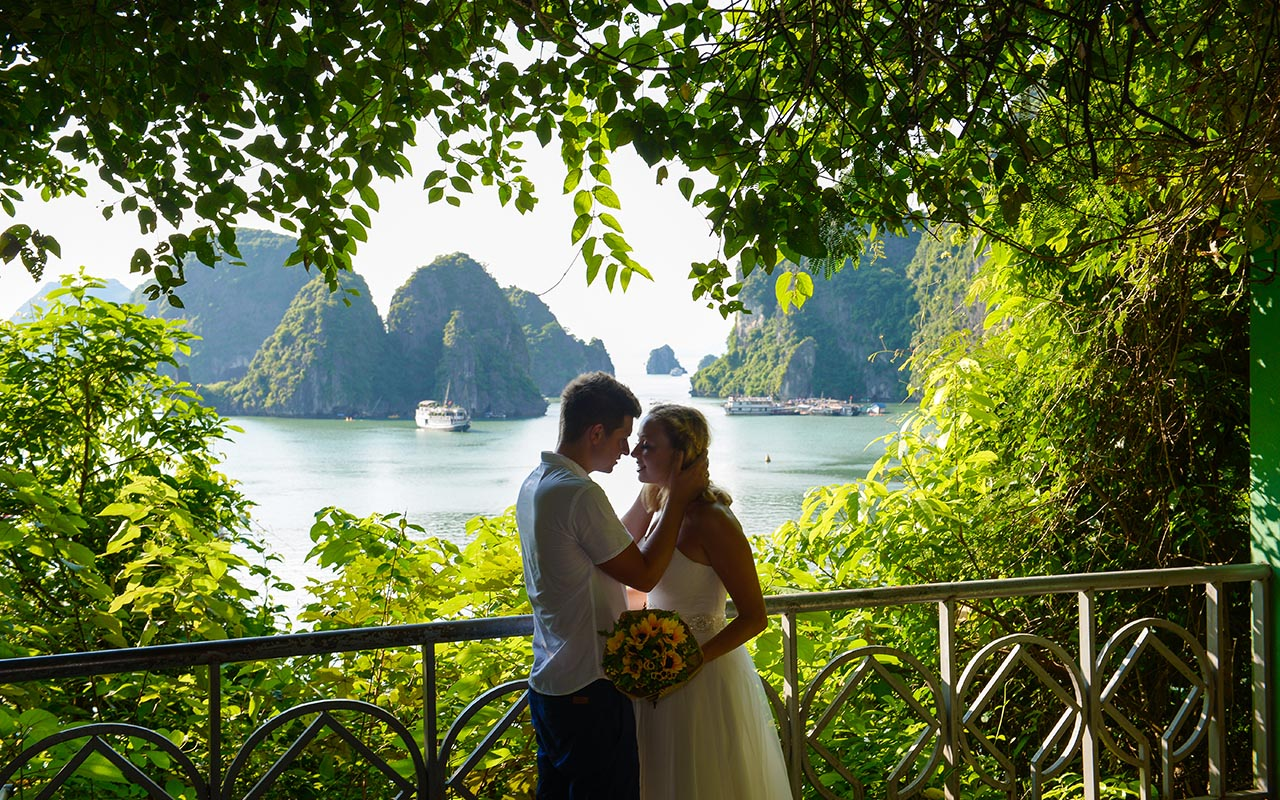 halong bay cruise wedding tours