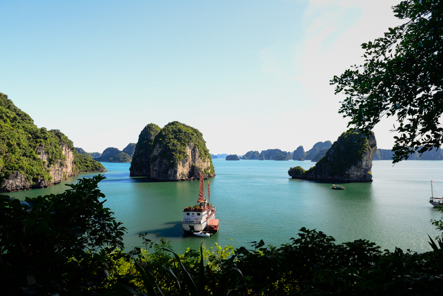 Overnight cruise Halong Bay recommended