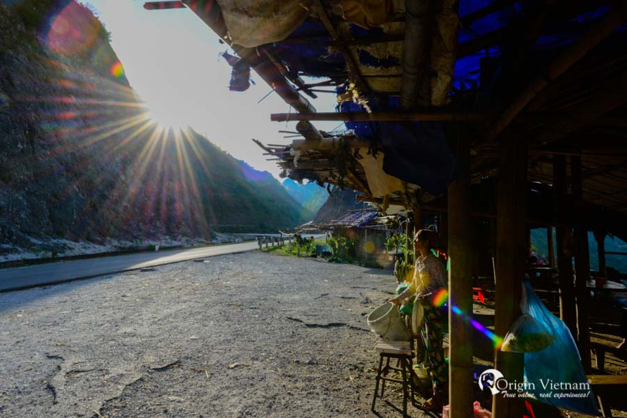 Sunrise in Thung Khe Pass - Mai Chau Tours