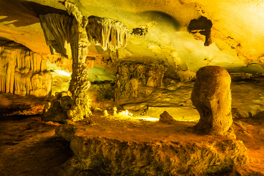 Thien Canh Sơn cave