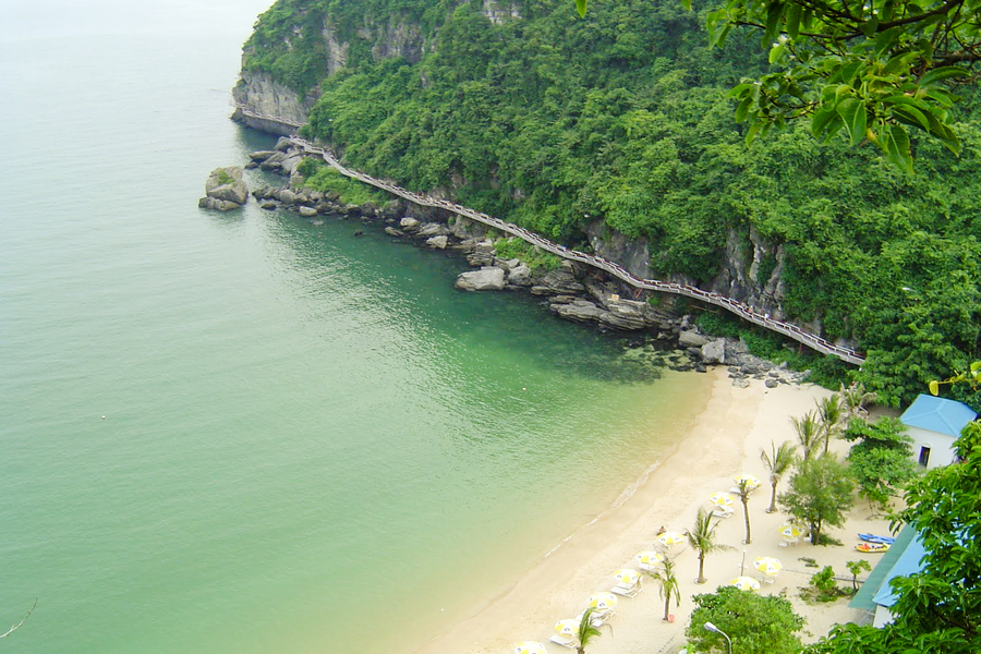 Cat Co beach in Cat Ba island