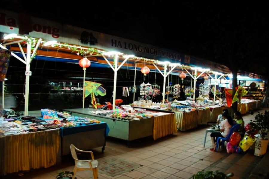 Halong night market